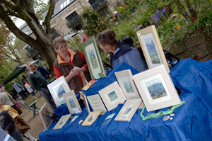 Stallholder selling prints © Keith Seume