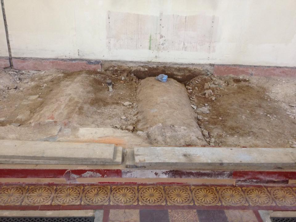Graves found under the altar at St Bart's